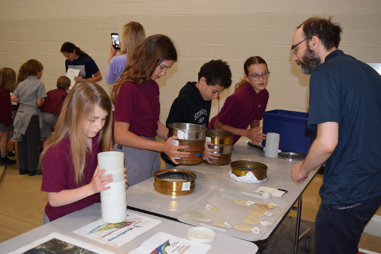 Pierre St-Laurent explaining sediment sorting to kids during STREAM Day (science outreach, May 2018)